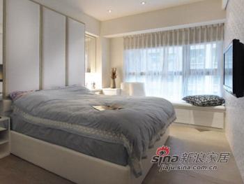 大片窗檯下架高形成卧榻区,坐卧在上,享受悠閒时光
