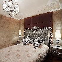 次卧室,墙面红色软包搭配银色系欧式床也很有气质!