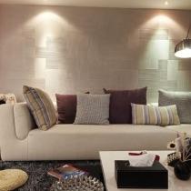 浅色沙发+钓鱼灯,虽然有些不实用,但好歹都是自己喜欢的,看着赏心悦目也挺好