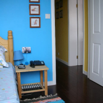 俺家公子的卧房,全是松木的家具,环保啊