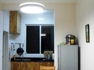 餐厅及厨房,麻雀虽小,可五脏俱全。包括餐厅吊灯在内的全屋灯饰全是网购的欧普,价钱真的便宜不少,值得学习。