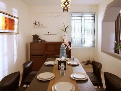 餐桌椅主要是黑色,只有腿部是木质结构,颜色与餐边柜相一致。