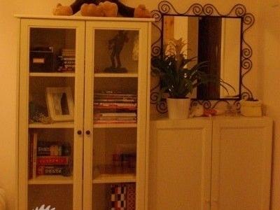 接下来是门厅,说是门厅,其实就是一个书柜和一个鞋柜,但是为了显示什么都有,偶就要叫她门厅,哈哈