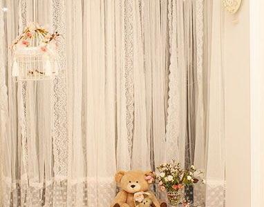 落地窗,蕾丝窗帘,营造浪漫气氛。