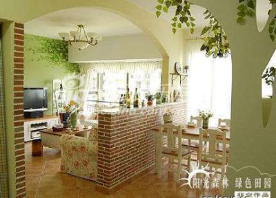 在靠近厨房门的地方摆上餐桌和冰箱,相比原始户型设置更加合理化和人性化。进门树形玄关,把室外野趣大胆引入室内,实际上还是保留了入户花园的功能