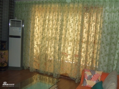老婆很喜欢的客厅纱帘,晚上开灯后很好看的.
