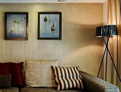 客厅沙发边上有放置落地灯,本想放一台灯,但想着增加装修成本想想这样也不错。
