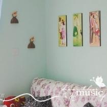 """沙发上的画叫""""四季牧歌"""""""