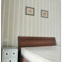 在购买家具和挑选软装的时候,也有些小小的遗憾本来次卧想买个白的床