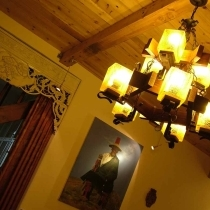 客厅灯光(吊灯是厂家定做的)