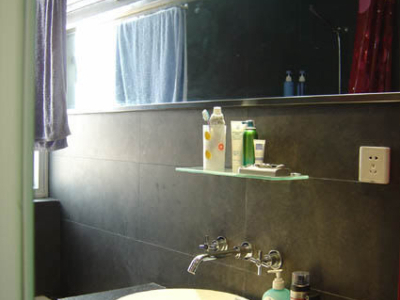 现在看看卫生间,不大,不过很酒吧哦,这是梳洗台,哈哈