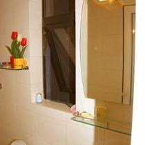 这个就是我家的卫生间,由于面积有限,所以我没有办法装一个浴缸来享受泡泡浴了,以后买了大房子一定要装2个,一个老公洗一个自己洗