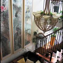 客厅的灯(不是木制是铁艺的)当初也想过水晶吊灯总觉得不是很配