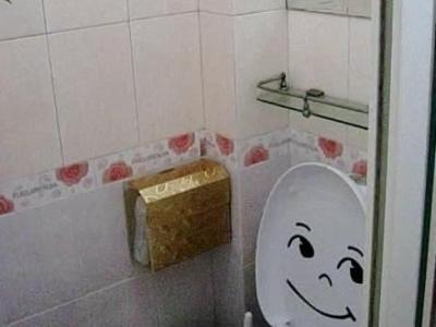 右手边的卫生间