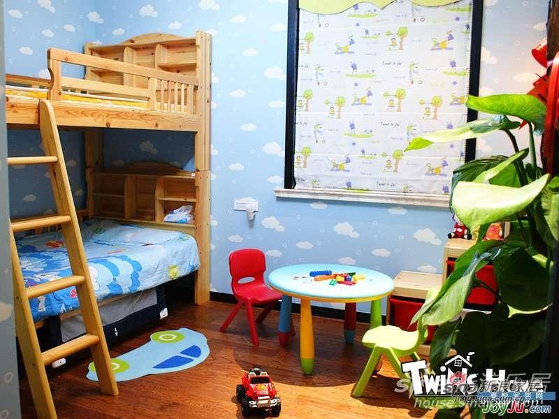 儿童房。双胞胎宝贝的天宫。大儿子喜欢蓝色,小儿子喜欢绿色。所以房间就以蓝色和绿色为主色调