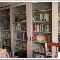 说了书柜的颜色是我和油漆工一起调的,都没把书柜完整的拍下来,现在放上来给大家看看
