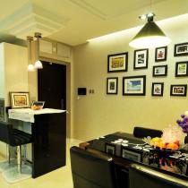 一进门就是我们可爱的照片墙,简洁时尚的餐桌,还有开放式的精致厨房。