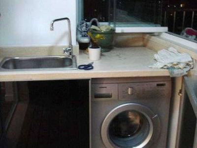 打开下面是放洗衣机的,这样整理起来很干净哦