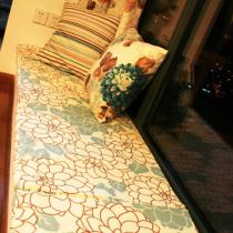 窗台垫上软垫可以睡觉