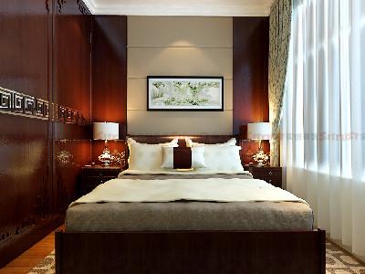 次卧室也采用了花梨木为主色调不仅使人视线得到扩展、放松,更体现了苏州园林空间设计中在有限空间里面制造制造纵深感的设计理念浅咖啡色的软包具有神秘感游走在现代和古代之间顿时之间给整个空间填上了一层神秘的感觉。