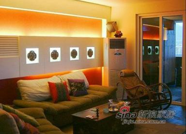 客厅的正面图,墙上的四个木雕是偶们去江浙自驾游时在绍兴淘滴