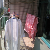 连着南阳台,进来连续阴雨,难得一个太阳天,洗了2缸衣服