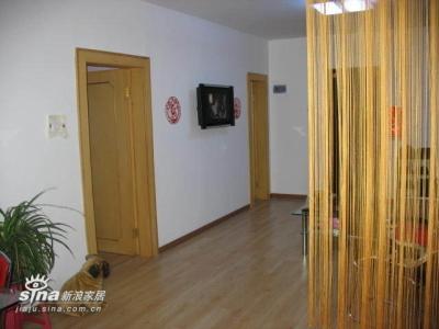 客厅的全景,飘逸的帘子