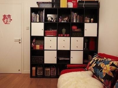 我想等我们的孩子需要独立房间,估计还要N久,所以另外一个房间装成了客房,书柜+沙发床,简简单单就好