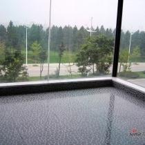 很喜欢这种地砖和外面开阔的绿色视野