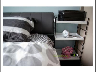 简单而精致的床头置物架