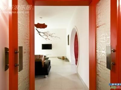 通往小客厅的大红门, 寓意开门红:)