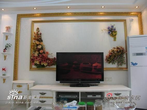 用油画框和欧式绢花设计造型的电视墙