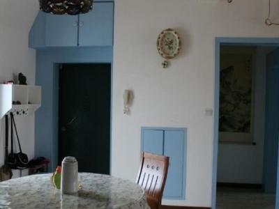 门口的吊壁拒及挂钟