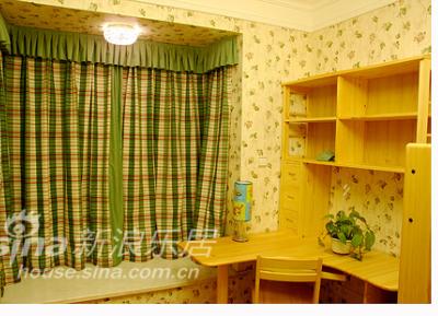 书房的窗帘,和墙纸家具蛮配的