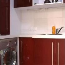 洗衣机放在橱柜下面