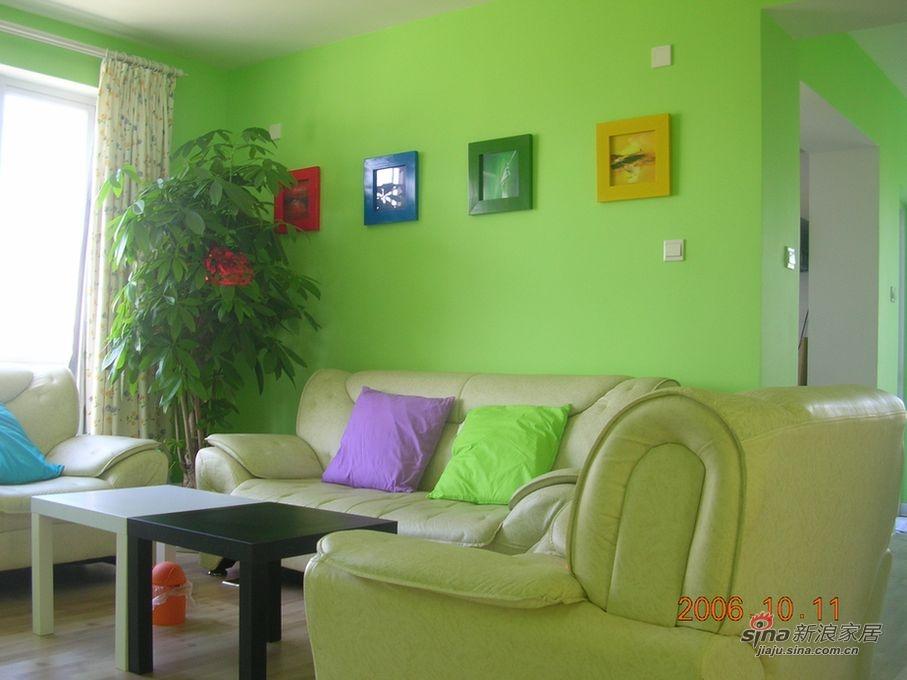 沙发后的墙 这张拍得最接近实际颜色