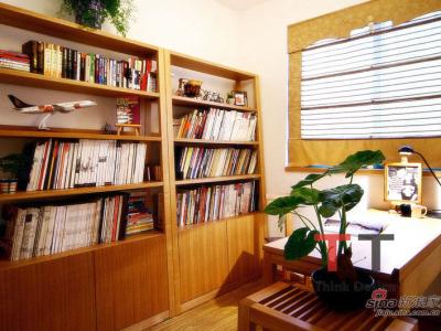 作为文化工作者,业主家中的藏书真是不少,特别推荐了实木书柜
