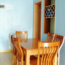 饭厅的桌子