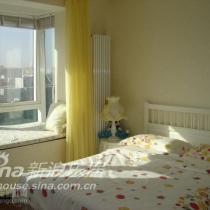 主卧室,飘窗和床