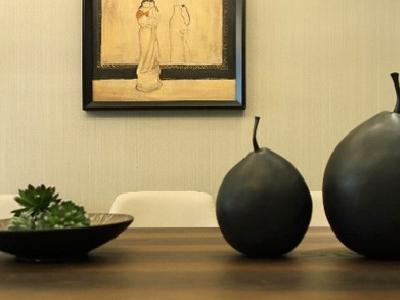 """禅意风格的家居装饰品是不可或缺的,同样体验了""""少而精""""的理念。"""