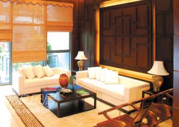 竹帘充满书香气息,古朴清雅,明清式的红木家具与简约布艺沙发的完美契合