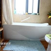 色彩淡淡的浴室 ... 地面还是木条,喜欢那种踩上去软软而富有弹性的感觉