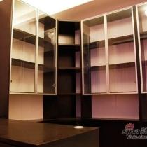 大气的转角书柜可以放超多的图书的