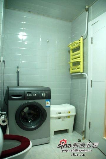 洗衣机在门后.....