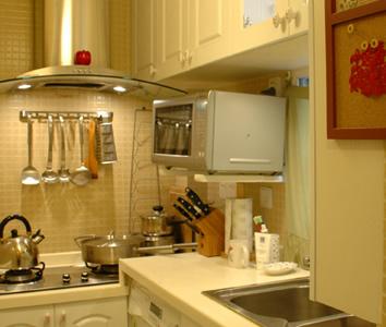 厨房门口的便签板,灶台很乱可是用起来的时候,到很顺手