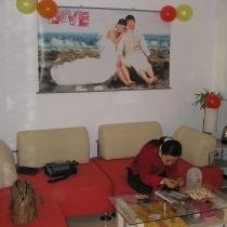 客厅,很喜欢这个沙发,找人买的,只花了1200