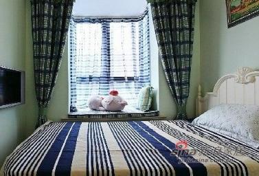 一楼的卧室,完全的地中海风格,房子不大,但是很温馨