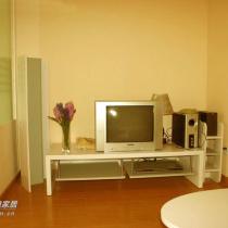 这个就是我的客厅了,由于没有钱买液晶电视,所以也只能用以前的旧电视了,节约是我们国家的传统美德