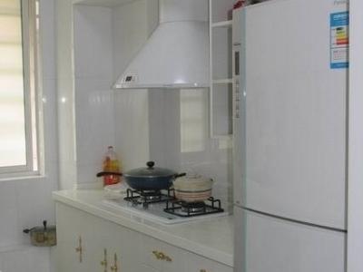 开放式厨房较为紧凑实用