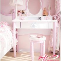 粉色凋的卧室风格,十分适合双鱼座爱浪漫的我,白天光线超好的~坐在这里的心情也变得温暖起来